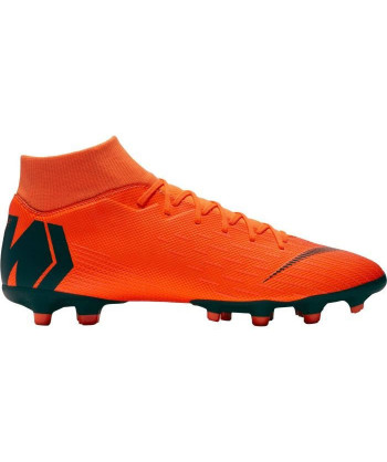 NIKE Chaussures de football...